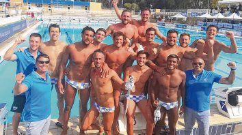 Hay equipo. MEl equipo argentino de waterpolo, con varios rosarinos en sus filas, festeja el 5º puesto en Perth, Australia.