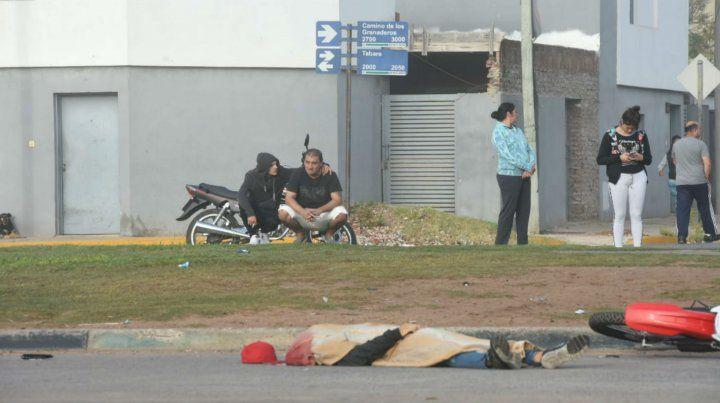 Otra tragedia vial en Rosario. Esta mañana sucedió en Camino de los Granaderos al 2700.
