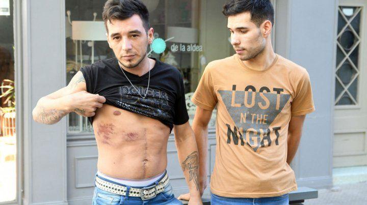 Quieren denunciar por falso testimonio a la pareja gay agredida por policías