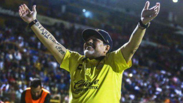 Maradona podría ser sancionado por dedicar una victoria a Nicolás Maduro