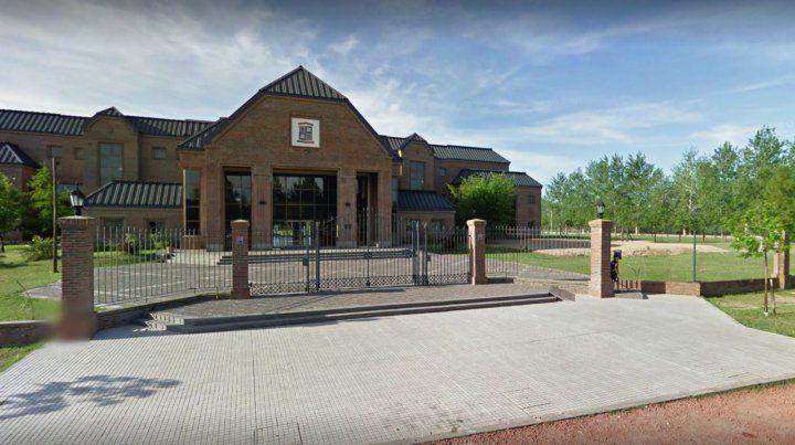 Denuncian persecución gremial en un colegio de Fisherton que despidió a un docente