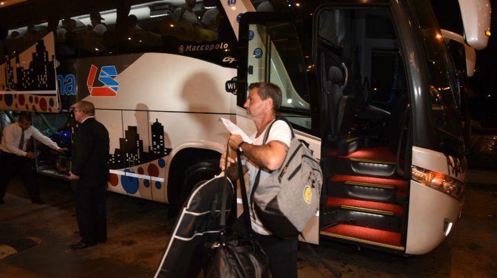 Diego Cocca llegó junto con la delegación al hotel de Asunción.