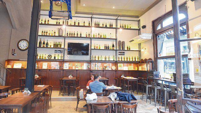 nueva impronta. El bar que fue inaugurado en 1898 en pleno barrio filoportuario luce renovado