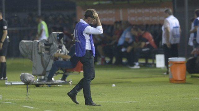 Dolor de cabeza. Diego Cocca luce preocupado en Asunción tras la baja producción canalla