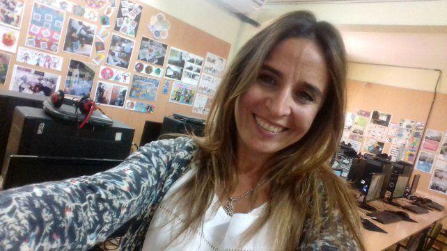 La docente de informática Laura Suárez.