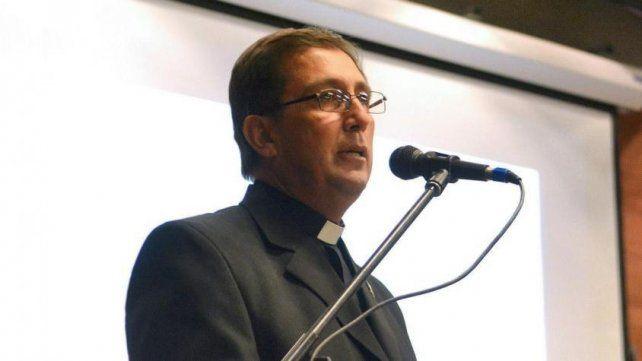 La Iglesia apartó al sacerdote de su función y abrió una investigación eclesiástica.
