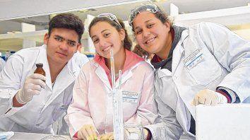 Manos a la ciencia está pensado para estudiantes de los últimos años del secundario.