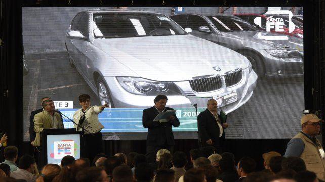 El 24 de octubre fueron subastados varios coches de alta gama. La recaudación forma parte de los 4 millones obtenidos.