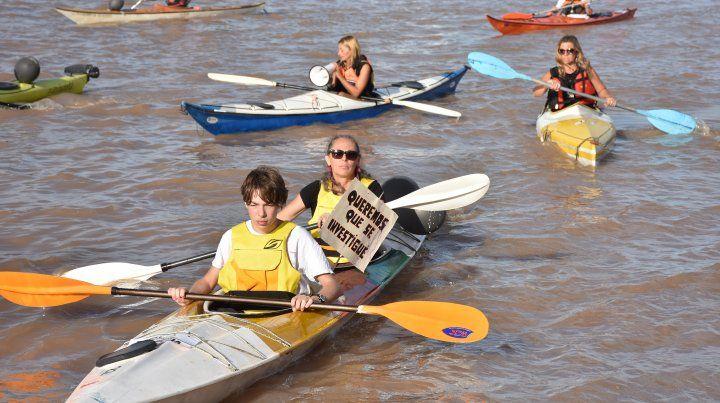 Reclamaron justicia por una kayakista muerta durante una travesía por el Carcarañá