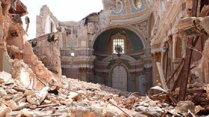Devastación. La catedral de LAquila fue demolida por el sismo del 6 de abril de 2009.