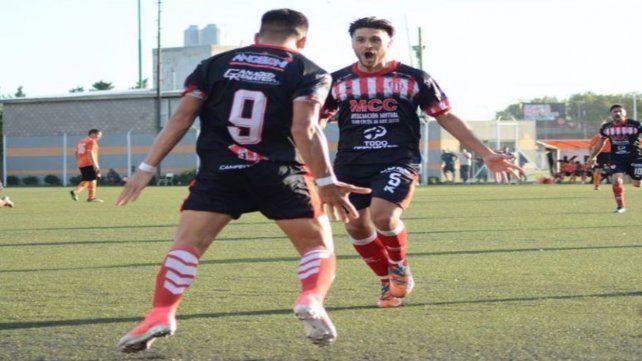 Alegría. Fassi (9) marcó el gol en el final y el rojiblanco enmudeció a todo el Viaducto.
