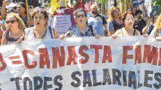 Movilizados. Los maestros, junto al resto de los gremios estatales, también marcharon por la suba salarial.