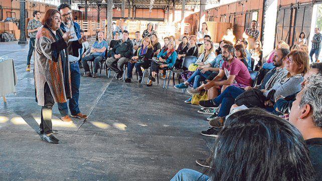 Encuentro. Los expositores que trabajarán en el nuevo espacio se reunieron la semana pasada con funcionarios provinciales y municipales.