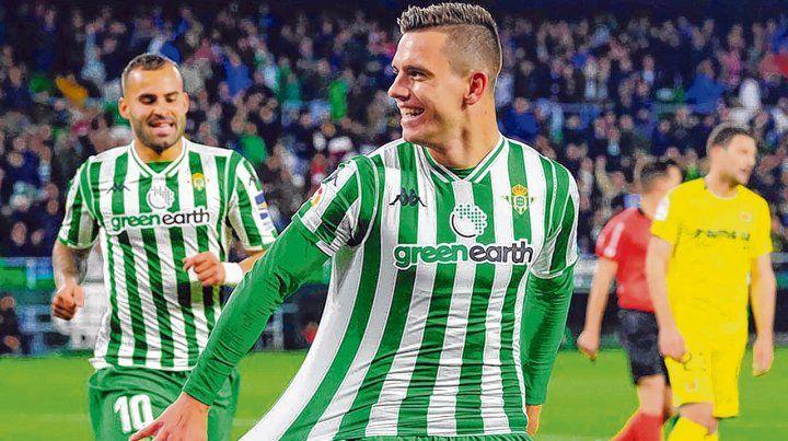 Como en Central. Lo Celso festeja uno de los goles que ayer anotó para que Betis le gane a Villarreal por la liga. El ex volante canalla está cumpliendo una buena temporada.