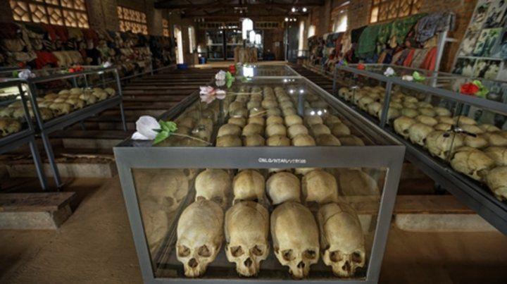 Memoria. Los cráneos de víctimas que buscaron refugiarse en vano en una iglesia católica.
