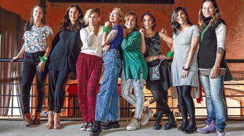 Mujeres por el tango. Evelina Sanzo (tercera desde la izquierda) fue la gestora de esta juntada.