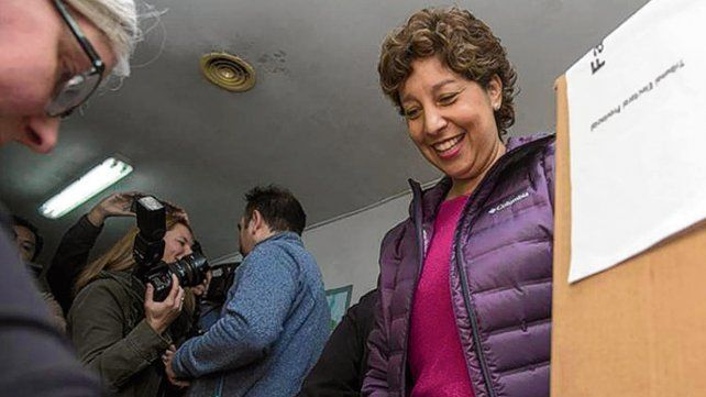 satisfacción. Carreras será la primera mujer en gobernar Río Negro.