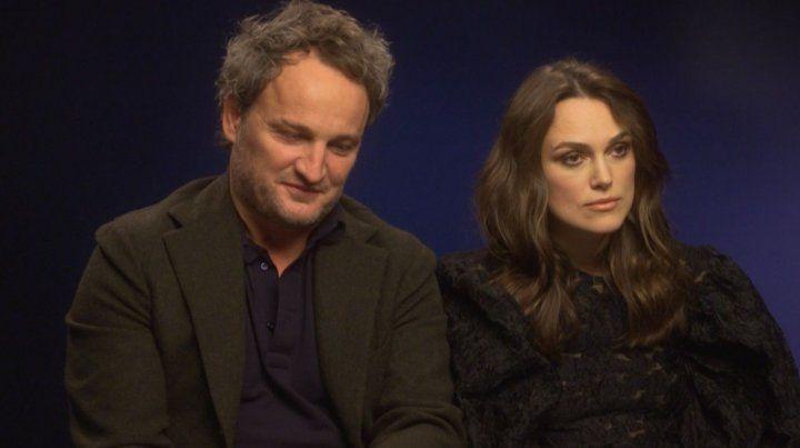 opuestos. Jason Clarke y Knightley.