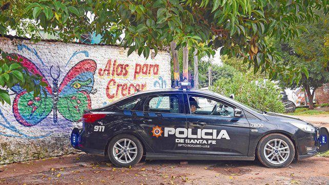 Otros tiempos. El patrullero con dos policías estuvo estacionado en la esquina de Medici al 4600 hasta el viernes pasado.