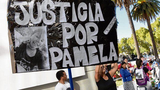 dolor. Familiares y allegados de Pamela protestaron frente al CJP.