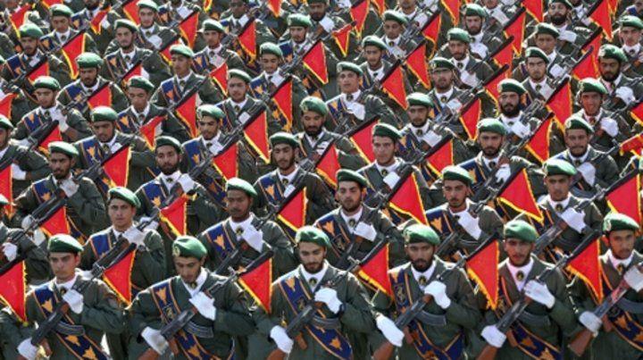 desfile. Los paramilitares de la Guardia desfilan en Teherán.