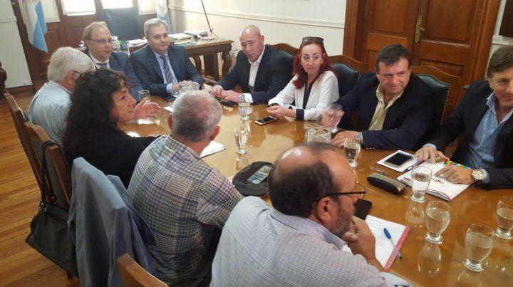 Cómo es en detalle la propuesta que la provincia le formuló a estatales y docentes
