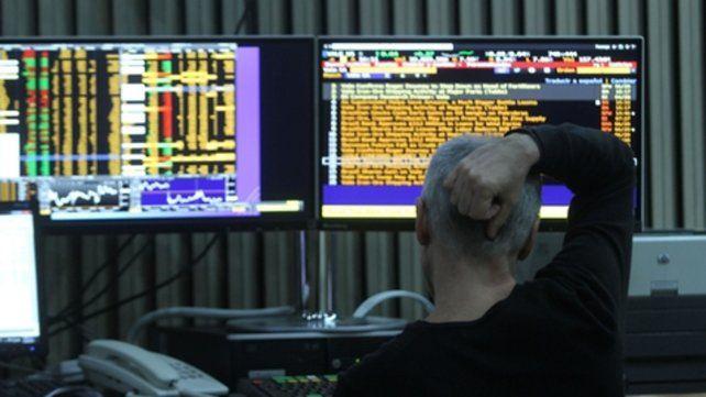Para atrás. Las acciones y los bonos argentinos en el exterior cayeron por la desconfianza de los inversores.
