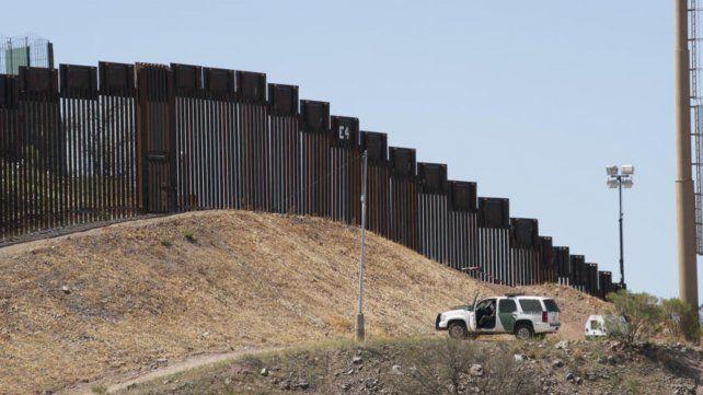 Trump reemplazará vallas vehiculares con muros más altos