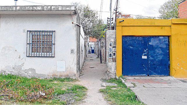 Pasillo. La casa de Rivera al 1500 donde un grupo de vecinos y allegados a la supuesta víctima cometió el robo.