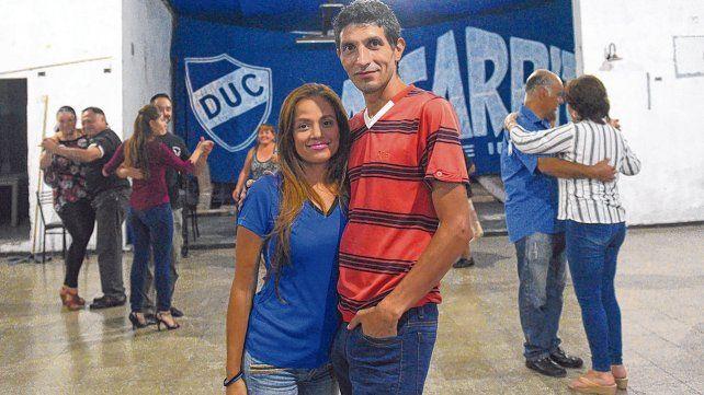 Juntos. Mario Solís junto a su esposa venezolana