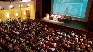 Los delegados de ATE votan este mediodía la propuesta de aumento de un 15 por ciento y cláusula gatillo.