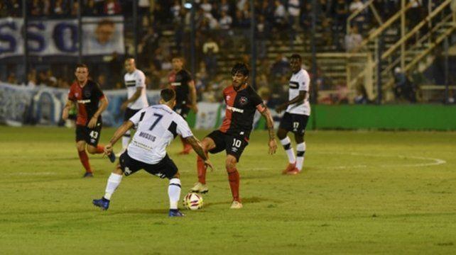 El 10. Mauro Formica tiene que estar afilado con la pelota para que la Lepra pueda desequilibrar en función ofensiva.