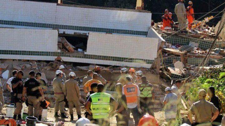 Dos muertos y 17 desaparecidos por el derrumbe de dos edificios en Río de Janeiro