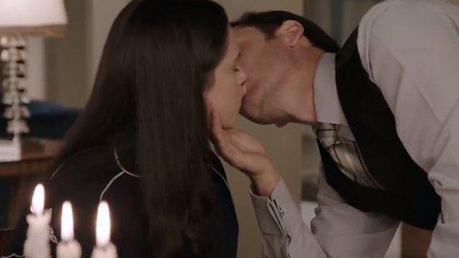 El primer beso de Delfina Chaves y Benjamín Vicuña en ATAV