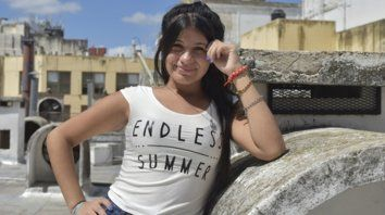Analía tiene 16 años y con sus compañeros participó de la revista escolar.