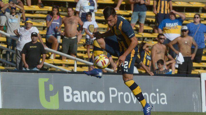 Almada. El juvenil defensor viene demostrando estar preparado para jugar en la élite.