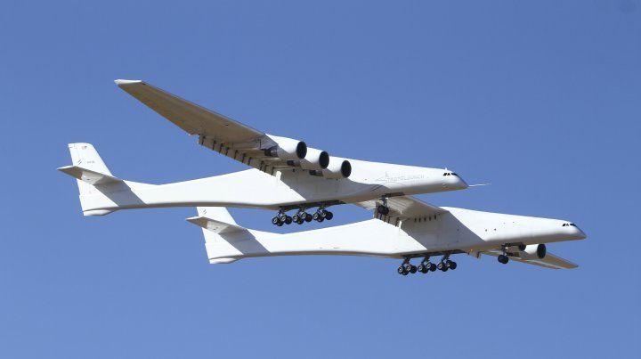 El avión más grande del mundo realizó su primer vuelo