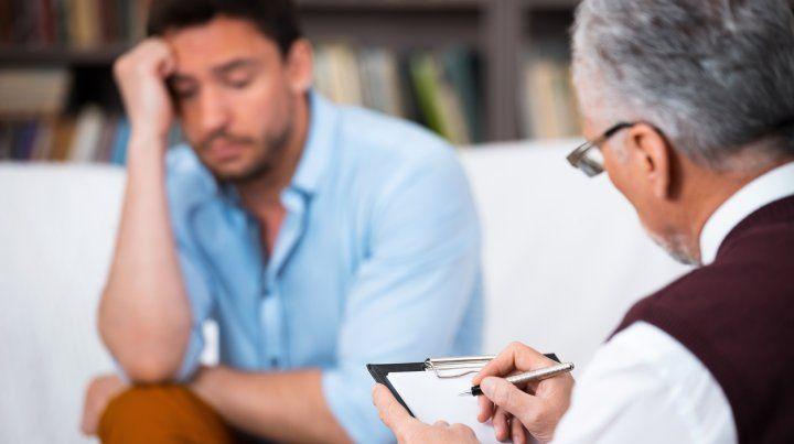 El Colegio de Psicólogos advierte que muchos pacientes dejan sus tratamientos por la crisis