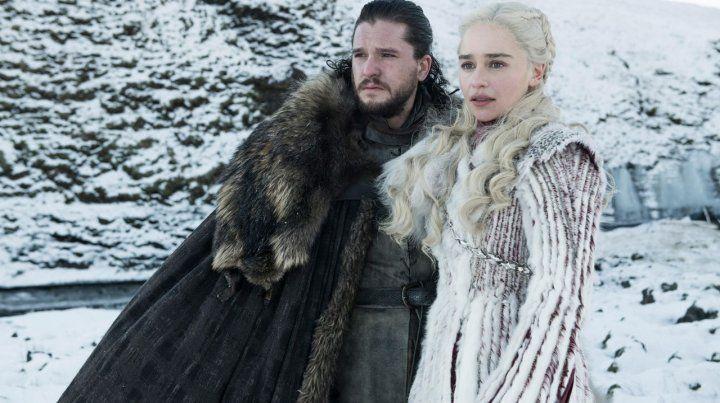 Héroes. Emilia Clarke y Kit Harington