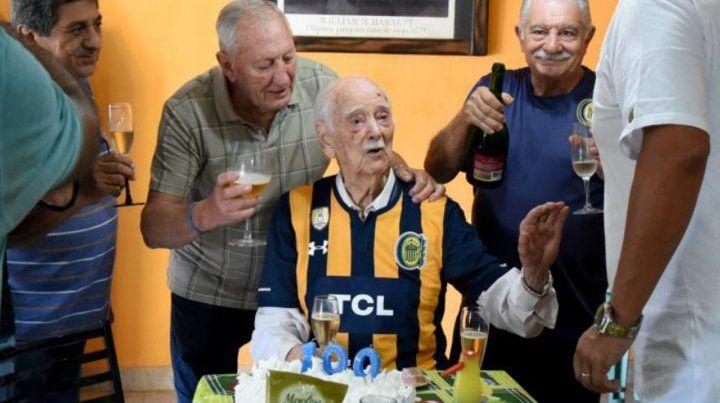 El socio más longevo del fútbol argentino cumplió 100 años y es de Central