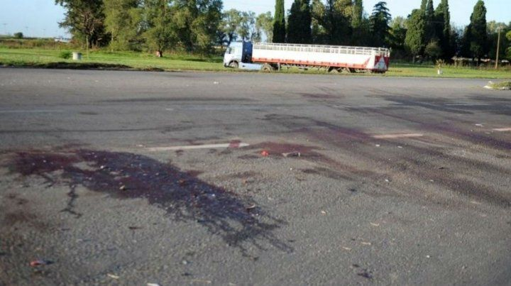 Ocho muertos al chocar entre dos autos en la ruta 7, a la altura de Carmen de Areco