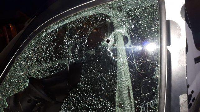 Atacan a balazos a un móvil del PDI tras un crimen en Villa Gobernador Gálvez