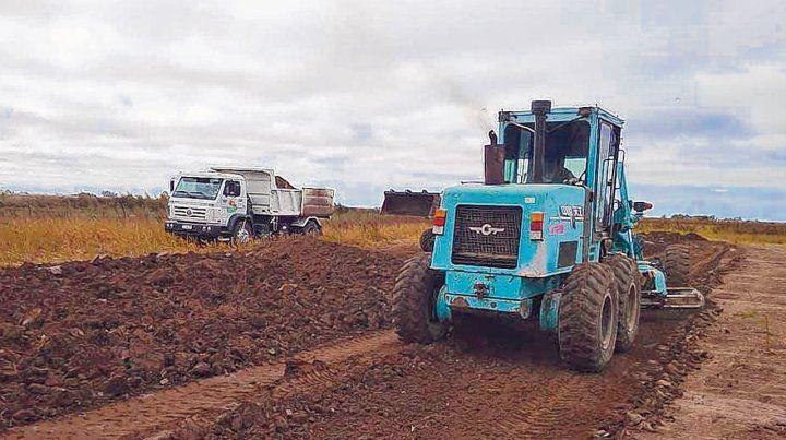Ocho hectáreas. En el predio se están realizando trabajos de movimiento de suelo y nivelación para luego fijar la planta de tratamiento de residuos.