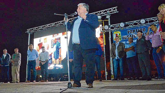 En el escenario. El actual jefe comunal de Timbúes durante el acto de lanzamiento de la lista Unite.