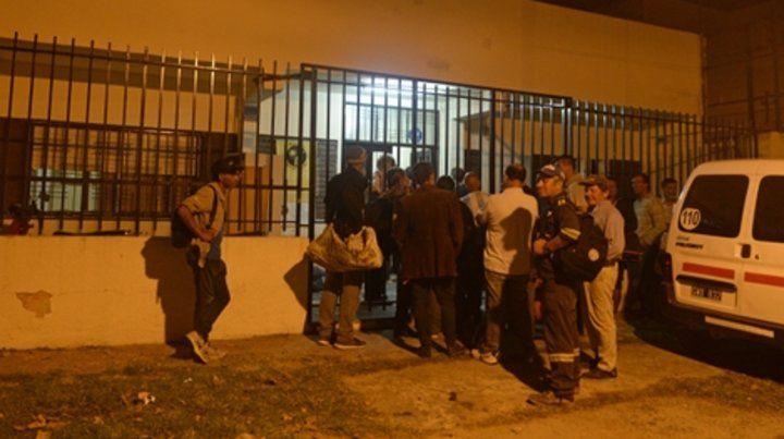 Asistencia. Alrededor de 50 personas se acercaron anoche al refugio. La crisis económica y social se refleja claramente en esta población.
