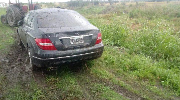 El auto del Bichi fue rescatado por un tractor de la zona dónde había quedado.