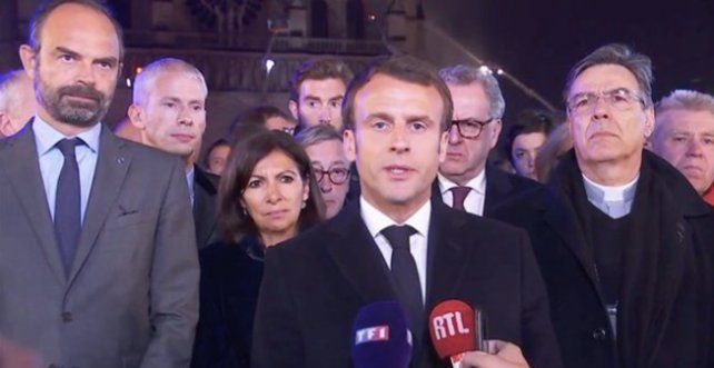 Macron anunció que volverán a construir la catedral de Notre Dame