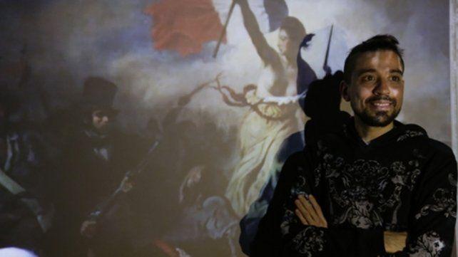 El artista local. Sebastián Villar Rojas está al frente de su obra en el Macro.