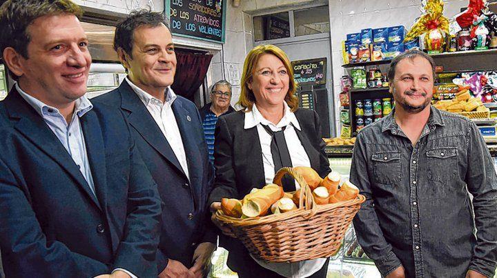 Barrio Belgrano. La intendenta Fein presentó ayer el programa en la tradicional panadería Splendid.