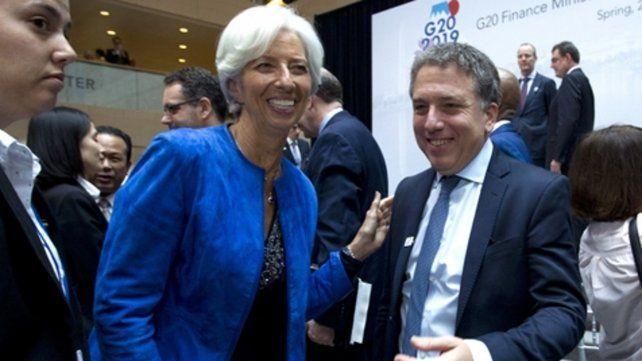 acuerdo. El FMI autorizó las dos subastas diarias de dólares para regular la cotización de la divisa.